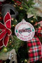 Simple Steps to Decorate Your Tree for a Farmhouse Christmas