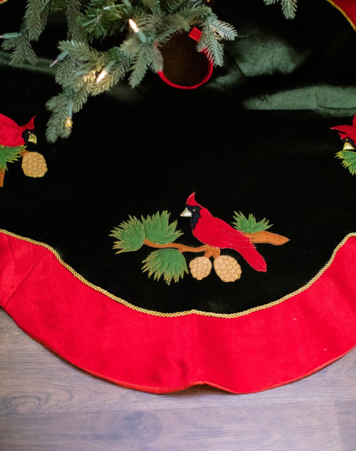 Green Cardinal Design Tree Skirt