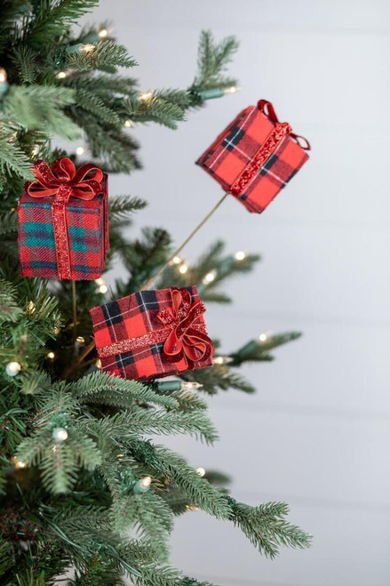 Red Plaid Package Spray