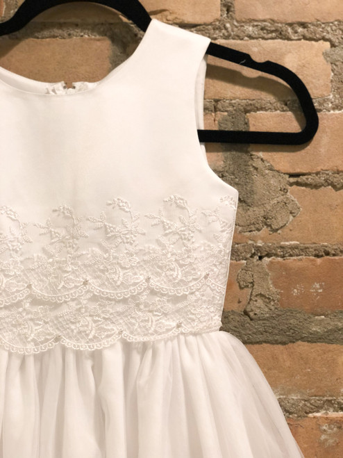 Size 6 | Joan Calabrese | Lace & Pearl Detail
