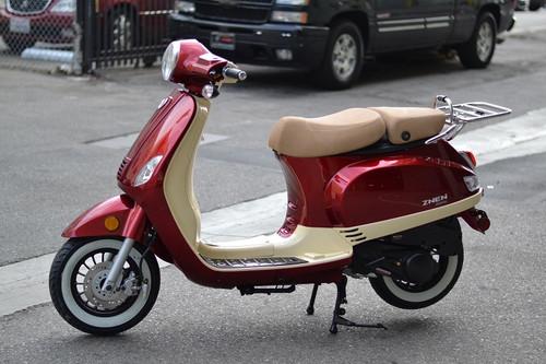 Amigo Avenza-150 2-TONE 150cc Street Legal Scooter