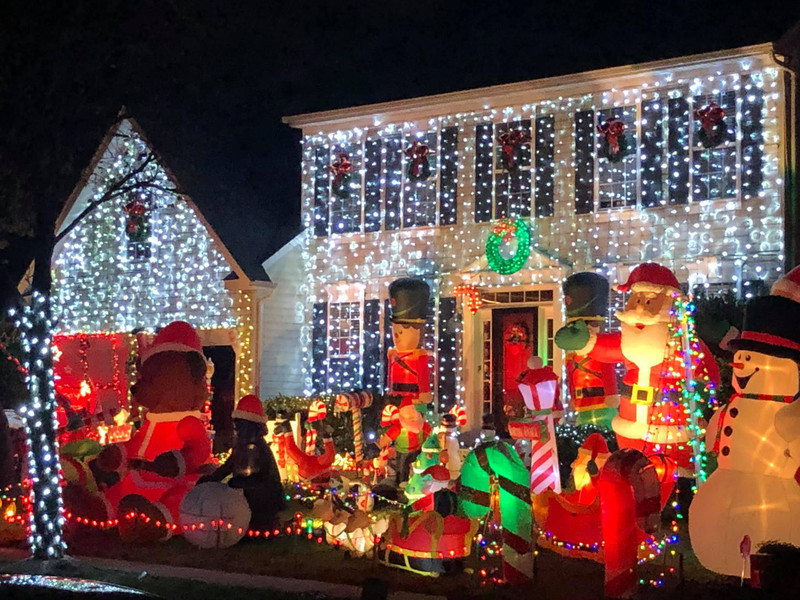 How Inflatable Holiday Decorations Took Over The Front Yard