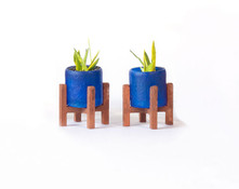 1:48 quarter scale modern flowerpots with stands shown with the snake plant kit.