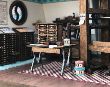 Quarter scale (1:48) Short Work Table Kit shown with accessories