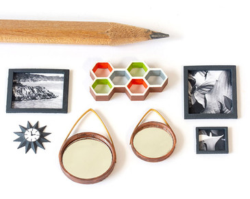 A variety of wall art in 1:48 quarter scale. Mirrors, frames, photos, shelf, clock