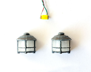 2 wall sconces in quarter scale 1:48