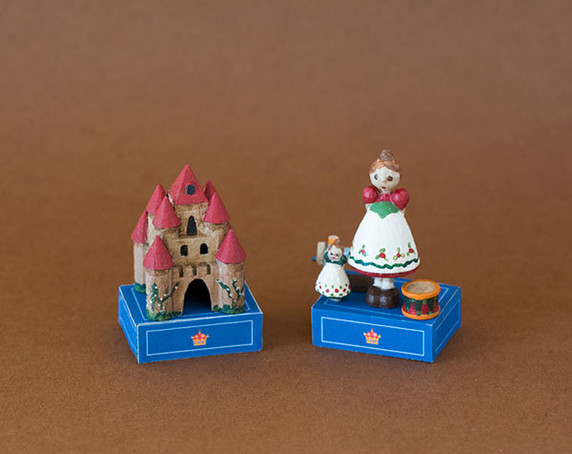 1/4 scale 3D printed dolls and castle