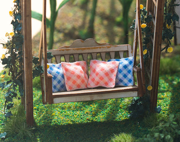 quarter scale gingham pillows kit