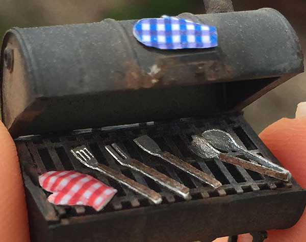1:48 scale grilling tools