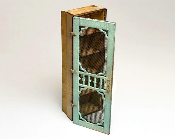 1:48 Pie Cabinet with Screen Door