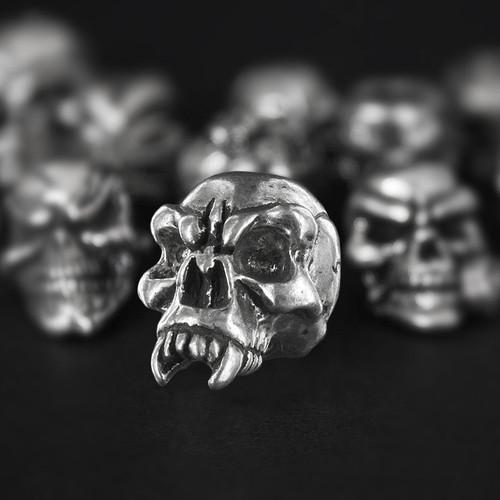 Schmuckatelli Fang Skull Bead
