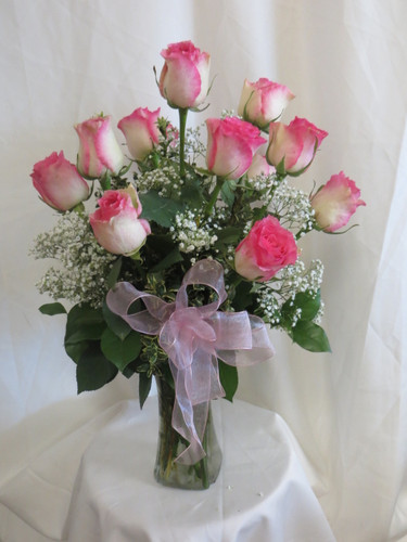 Delicious Dozen Pink Long Stemmed Roses by Enchanted Florist Deer Park TX. One dozen pretty variegated hot pink tipped crème roses designed by our talented design team. Best flower shops in Deer Park for delivery of beautiful roses. Our flower shop offers express and standard deliver options. RM363