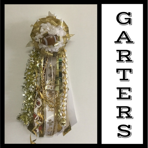 The Deluxe Senior Homecoming Garter in Gold from Enchanted Florist includes a single garter flower, trinkets, metallic chain, the Military braid and garter band in the school colors of your choice.  HMC150