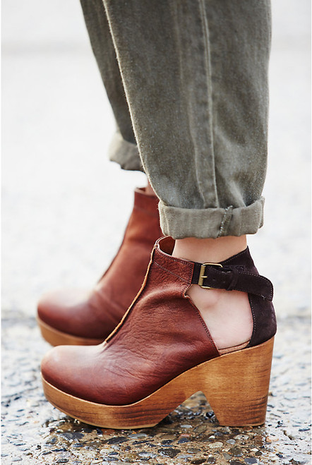 Free People | Amber Orchard Clog in Chocolate