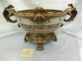 Lyvrich Fine Handcrafted Bowl, Centerpiece d'oro Ormolu A Porcelain of The Thirteen Factories of Guangzhou 12t X 23w X 17d