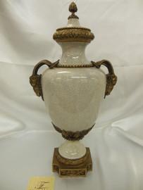 Lyvrich Fine Handmade d'oro Ormolu Elegant Porcelain - Potiche Jar, Mantel Cassolette Urn - 19.5t X 10w X 8d
