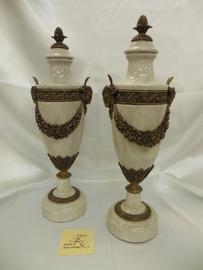 Lyvrich Fine Handmade d'oro Ormolu Elegant Porcelain - Garland Centerpiece, Rams Head Potiche Jar, Mantel Urn - 19t X 6w X 5d
