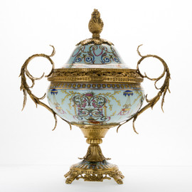 ***Lyvrich d'Elegance, Porcelain and Gilded d'oro Brass | بالوان جميلة على البيت الابيض | Covered Jar | Urn Centerpiece | 18.91t X 16.74w X 11.03d | 6419