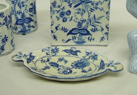 Blue and White Delicate Flower Vine - Luxury Hand Painted Chinese Porcelain - 9 Inch Soap Dish - Style 702