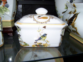 Bluebird Nature Scene - Luxury Handmade and Painted Reproduction Chinese Porcelain - 7 Inch Decorative Box, Container - Style 77
