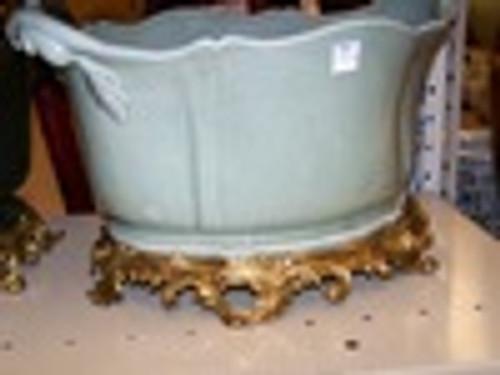 Lyvrich Fine Handmade d'oro Ormolu Elegant Porcelain - Flower Pot Planter, Centerpiece - Celadon Minuscule Crackle - 11t X 19w X 13d