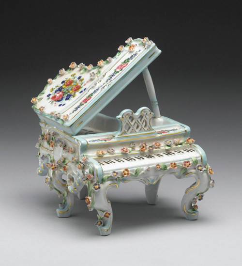 ***| Meissen Style | Romantic Porcelain Musical Box, Piano | Beethoven's Fur Elise | 8t X 6w X 6.5d German Rococo Blumen und Gold
