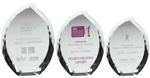 Exquisite premium clear glass teardrop corporate award suitable for colour print. Optional engraving.
