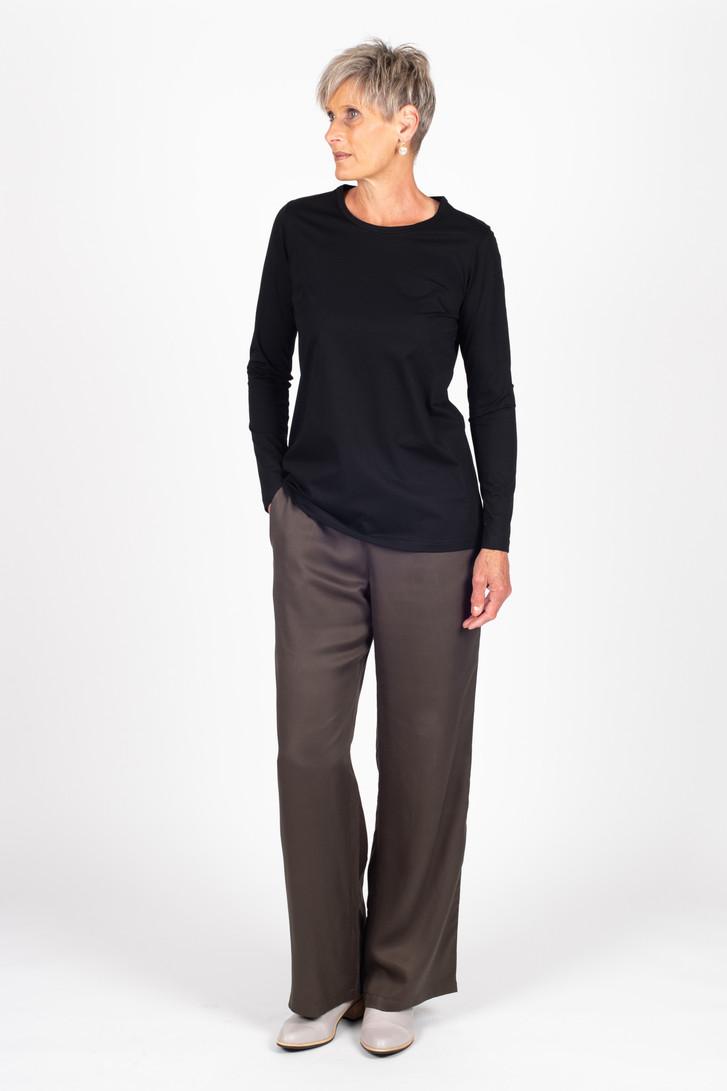 Penny Tee in black and Celine Pants in khaki