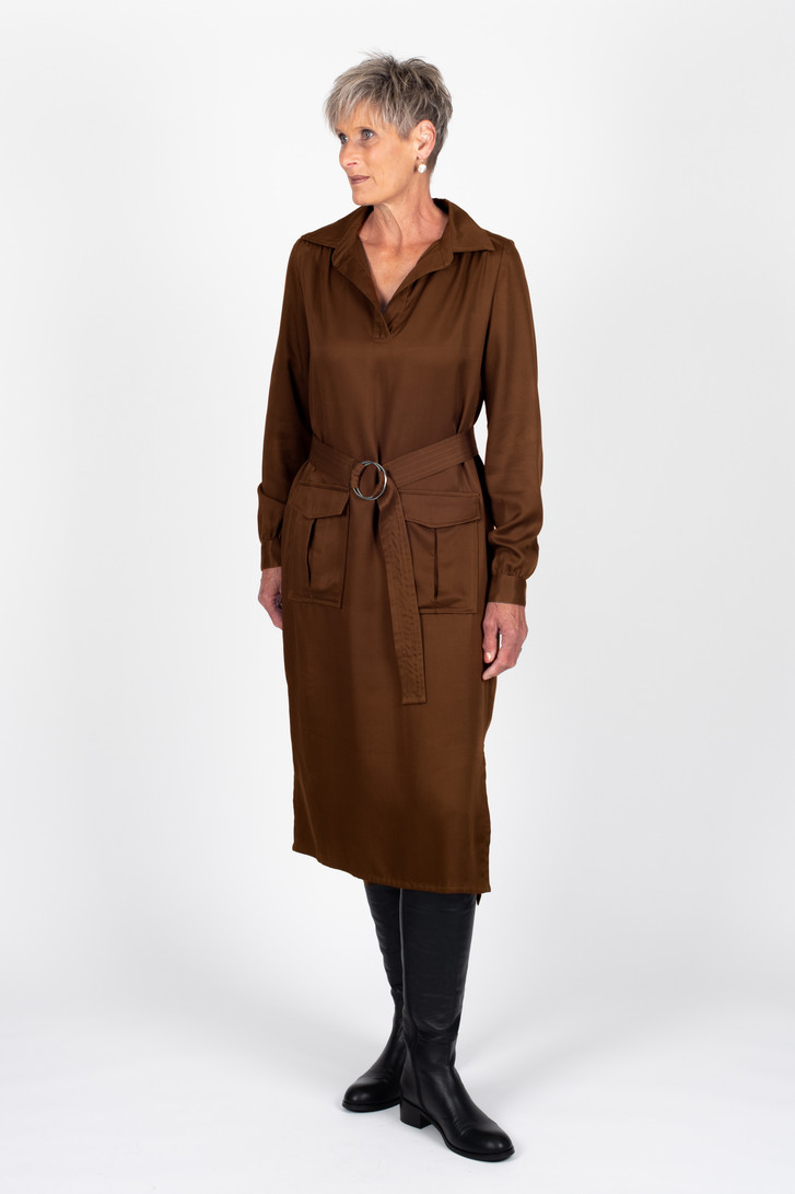 Tall woman in Kaya Dress Toffee